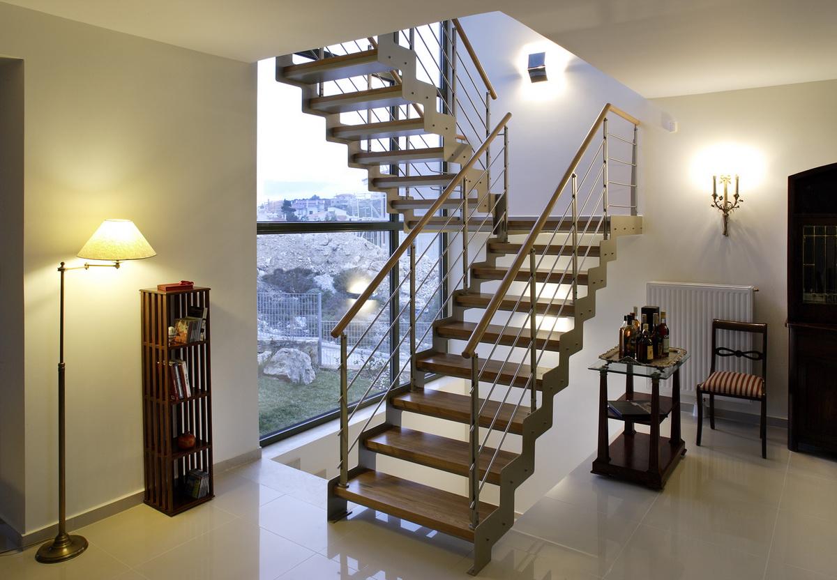 Поворотные лестничные конструкции